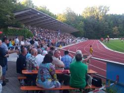 So voll war das Jahnstadion schon lange nicht mehr. Zum Derby gegen Aschau kamen 750  Zuschauer (Rekordverdächtig für die BLZ)