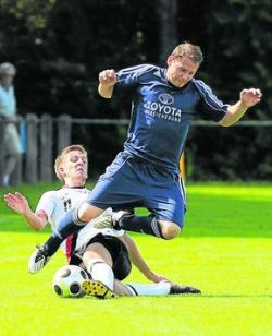 VfL-Neuzugang Andy Balck (blaues Trikot)