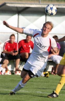 Spielertrainer Markus Gibis erzielte beide Tore per Kopf und rettete den ersten Auswärtspunkt der Saison