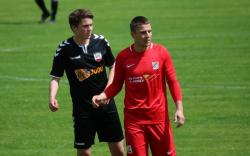 Oliver Weichhart (schwarzes Trikot) erzielte mit seinem ersten Saisontreffer das wichtige 1:0