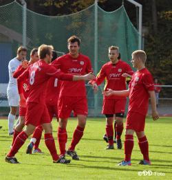 Riesenjubel nach dem Schlusspfiff, VfL gewann 2:1, blieb auch im 7. Spiel zu Hause ungeschlagen und kletterte auf Platz 10
