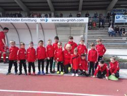 Einlaufkinder beim Spiel VfL - TSV Ampfing