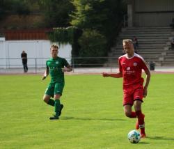 Der junge Lukas Perzlmaier, der vor der Saison aus der A-Klasse kam, findet sich immer besser in der Waldkraiburger Mannschaft z