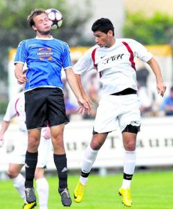 Burhan Karababa (rechts) wechselt zum TSV Ampfing.